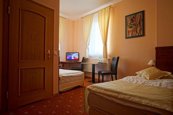 pokój dwuosobowy hotelu w Lublińcu